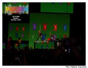 Madonna pula corda na Tour que teve 5 show no Brasil.